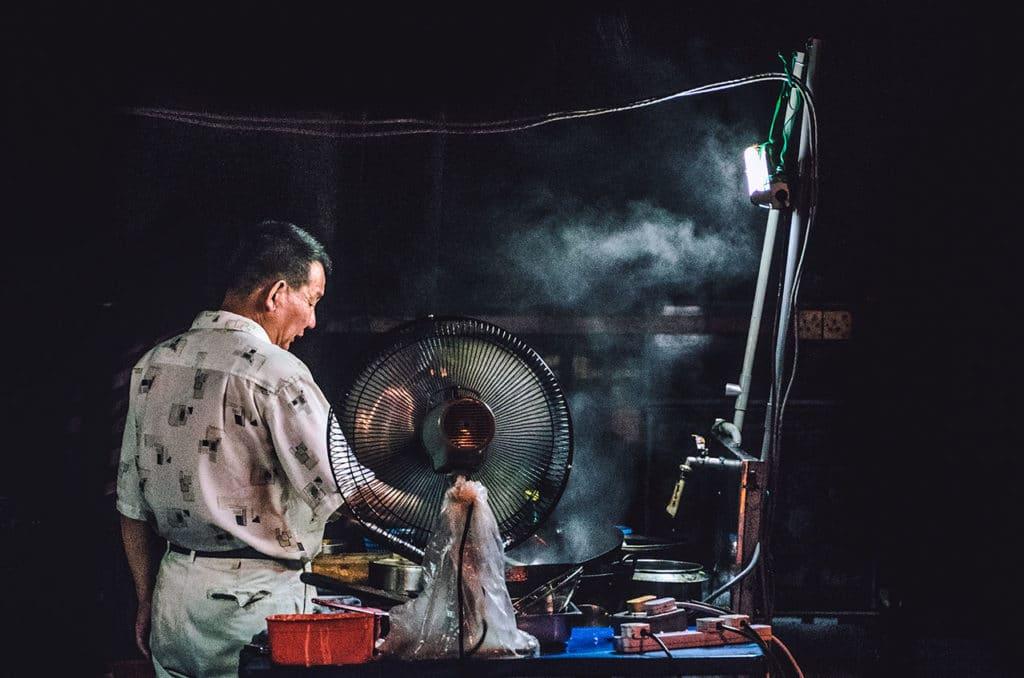 YJEP 永滐靜電提供台灣小吃、餐飲業 油煙處理的解決方案
